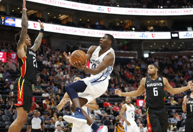 "<a class=""link rapid-noclick-resp"" href=""/nba/teams/mem"" data-ylk=""slk:Memphis Grizzlies"">Memphis Grizzlies</a> forward Jaren Jackson Jr. (13) goes to the basket as <a class=""link rapid-noclick-resp"" href=""/nba/teams/atl"" data-ylk=""slk:Atlanta Hawks"">Atlanta Hawks</a> forward <a class=""link rapid-noclick-resp"" href=""/nba/players/5832/"" data-ylk=""slk:John Collins"">John Collins</a>, left, and <a class=""link rapid-noclick-resp"" href=""/nba/players/6041/"" data-ylk=""slk:Omari Spellman"">Omari Spellman</a> (6) defend during an NBA summer league basketball game. (AP)"