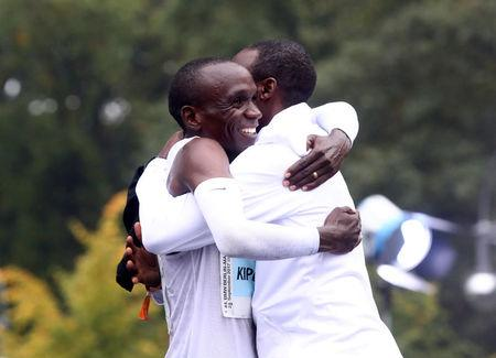 Athletics - Berlin Marathon - Berlin, Germany - September 24, 2017   Kenya's Eliud Kipchoge celebrates after winning the race   REUTERS/Michael Dalder