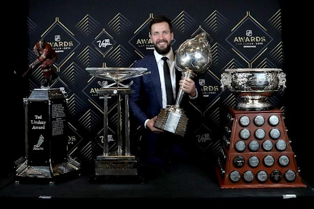 Tampa Bay Lightning winger Nikita Kucherov holds the Hart Memorial Trophy awarded to the MVP of the league at the 2019 NHL awards in Las Vegas (AFP Photo/BRUCE BENNETT)