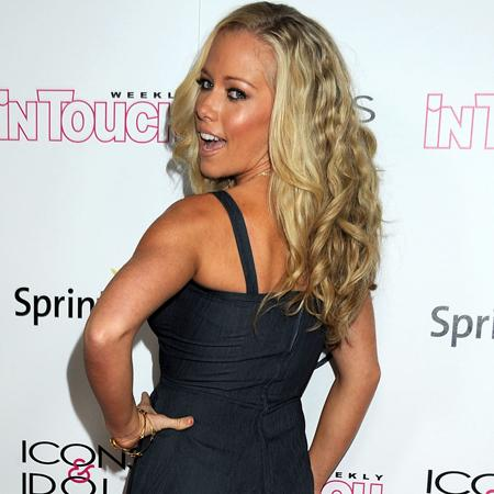 Kendra Wilkinson 'has wild night out'