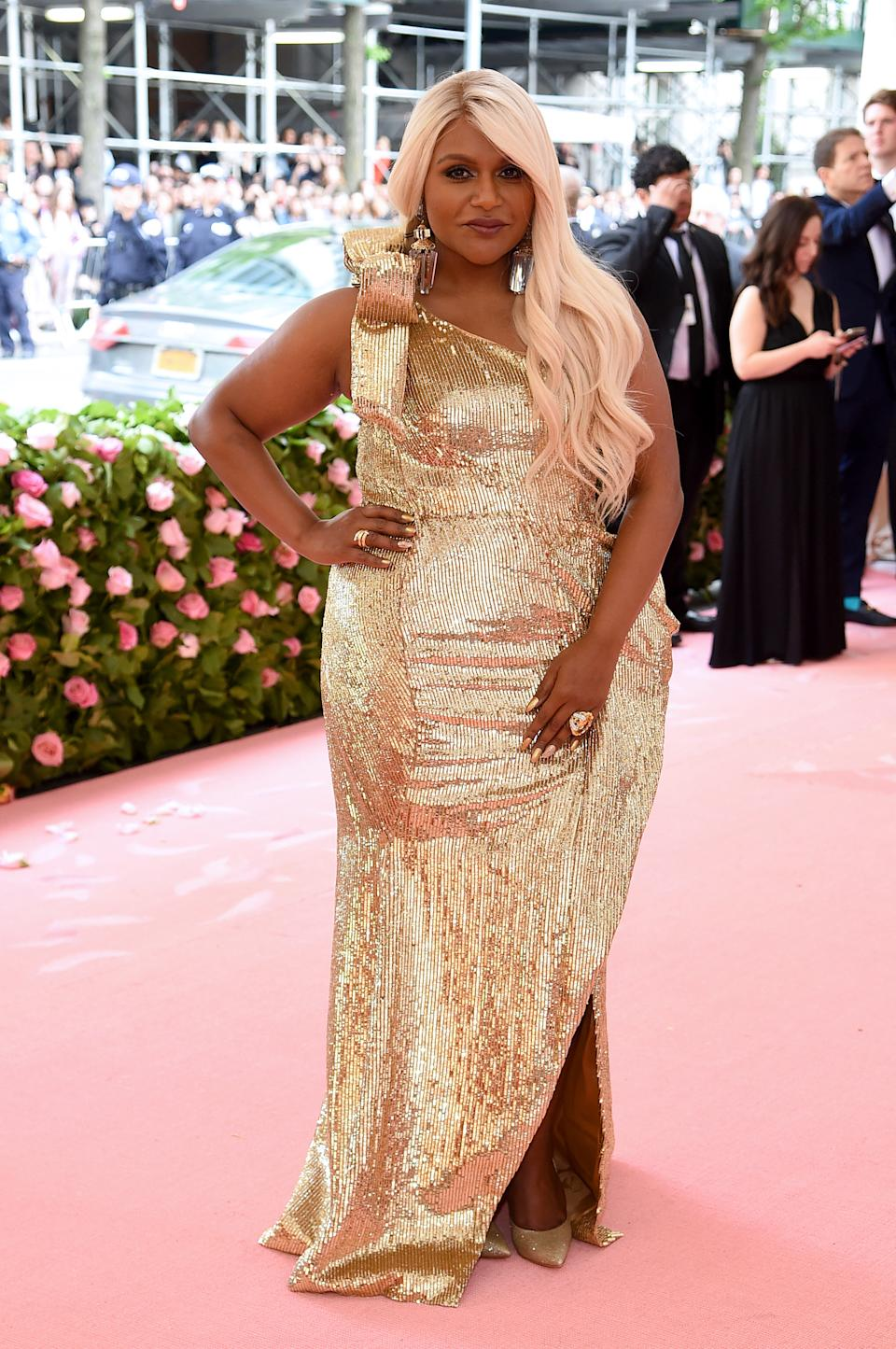 """<h1 class=""""title"""">Mindy Kaling in Moschino by Jeremy Scott and Casadei heels</h1><cite class=""""credit"""">Photo: Getty Images</cite>"""
