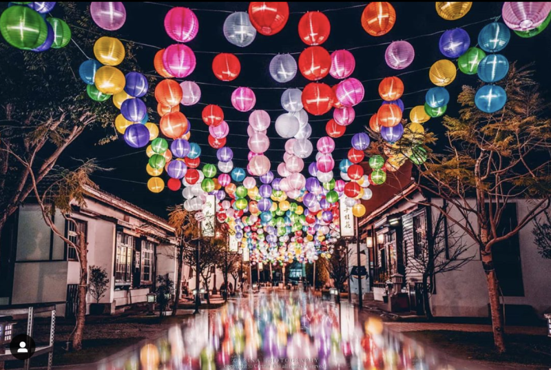 <p>鹿港光影饗宴每日六點到十點 |The lighting decorations run from 6 p.m. to 10 p.m. (Coutesy of IG/tw.carina)</p>
