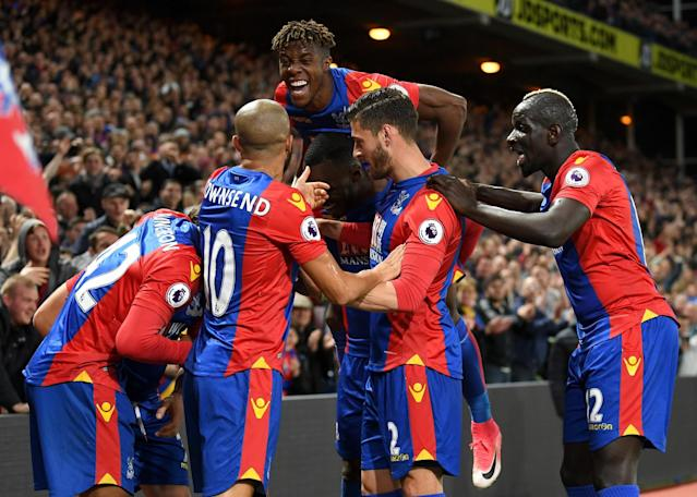 <p>Palace celebrate going 2-0 up through Yohan Cabaye</p>