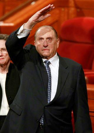 FILE PHOTO: President of the Church of Jesus Christ of Latter-Day Saints Thomas Monson waves to the Mormon faithful after the third session of their 179th annual general conference in Salt Lake City, Utah April 5, 2009. REUTERS/George Frey/File Photo