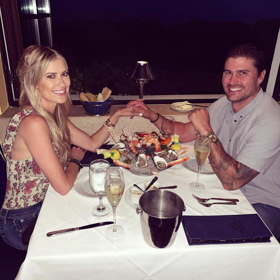 <p>The cute couple held hands as they enjoyed seafood and wine on a date night in August. </p>