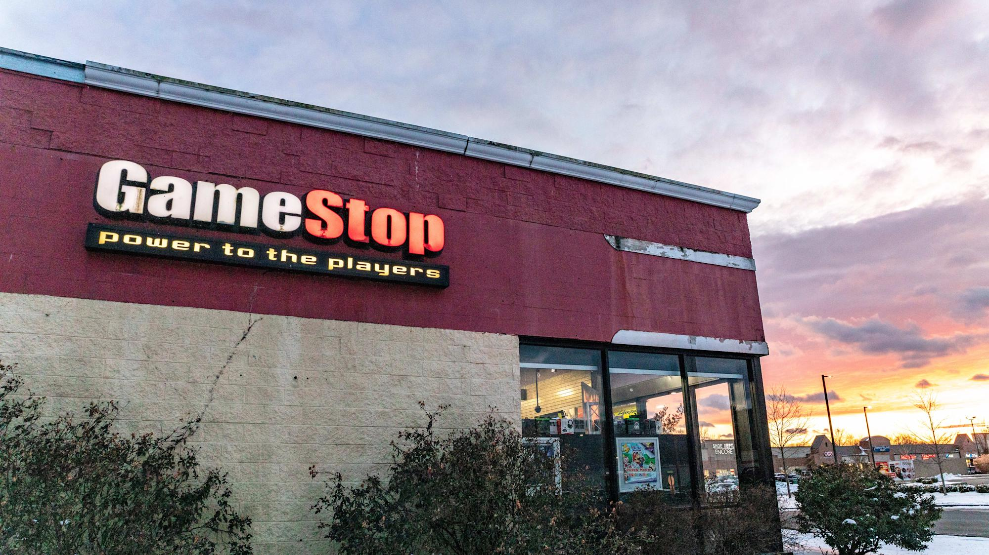 Gamestop has tapped two former Amazon executives as CEO and CFO. Wedbush Senior Analyst Michael Pachter joins Yahoo Finance Live to discuss.