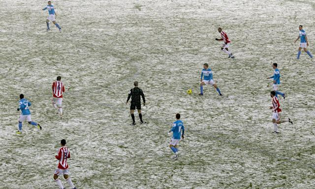 Stoke City face Sunderland in a snow-affected Premier League encounter in February 2012. From the 2019-20 season, top-flight sides will have a 10-day break during the same month.