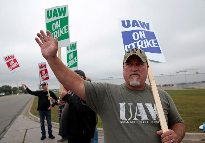 General Motors assembly worker Scott Gribson pickets outside the General Motors Powertrain Flint Engine plant during the national strike in Flint, Michigan, Sept. 16, 2019. REUTERS/Rebecca Cook (Photo: Rebecca Cook / Reuters)