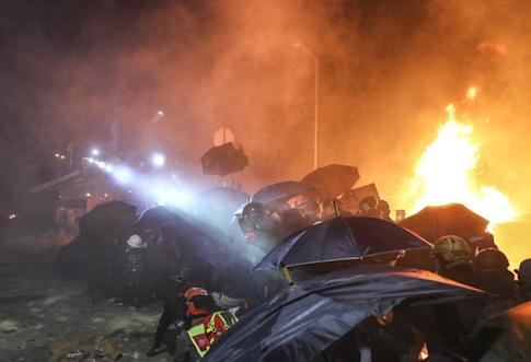 Fires blaze as police and protesters face off at Chinese University. Photo: Sam Tsang