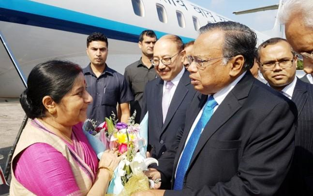 <p>External Affairs Minister Sushma Swaraj is in Bangladesh to discuss a range of issues  with the Bangladeshi leadership. The Rohingya crisis is likely to feature prominently in her deliberations.</p><p> </p>