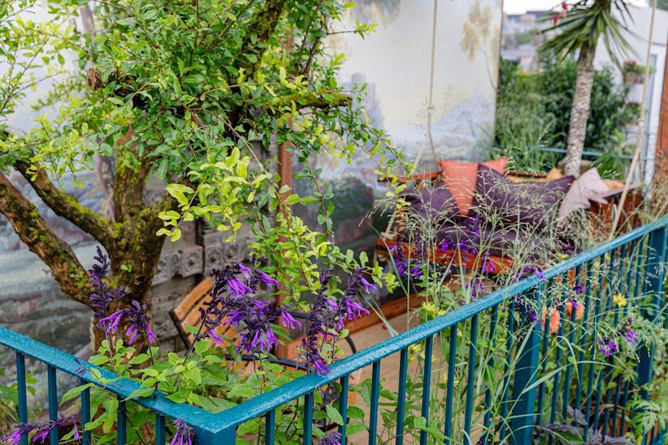 """<p>This colourful balcony garden is all about providing an escape from the bustle of city life with lush planting, rust hues and doors which were rescued from a palace in India destined for demolition. Providing interest wherever you look, it's the perfect solution for a workable outdoor area. </p><p><strong>READ MORE</strong>: <a href=""""https://www.countryliving.com/uk/homes-interiors/gardens/a37317967/chelsea-flower-show-the-psalm-23-garden-the-bible-society/"""" rel=""""nofollow noopener"""" target=""""_blank"""" data-ylk=""""slk:Chelsea Flower Show 2021 Sanctuary Garden profile: Bible Society – The Psalm 23 Garden"""" class=""""link rapid-noclick-resp"""">Chelsea Flower Show 2021 Sanctuary Garden profile: Bible Society – The Psalm 23 Garden</a></p>"""