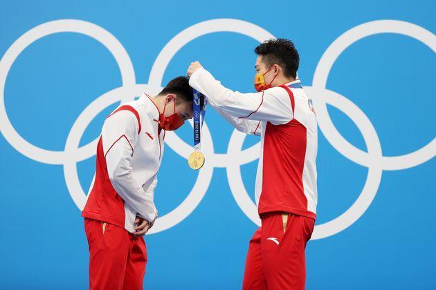 Gold medalists Zongyuan Wang and Siyi Xie of Team China during the medal ceremony for the men's synchronized 3 meter springboard diving final on July 28. (Photo: Maddie Meyer via Getty Images)