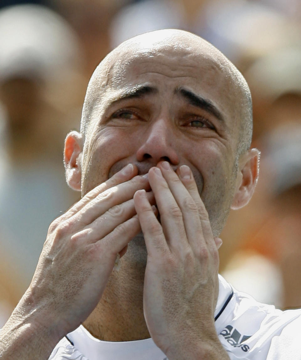 Andre Agassi of the U.S. blows a kiss to the crowd after his loss against Germany's Benjamin Becker at the U.S. Open tennis tournament in New York, September 3, 2006. Agassi was playing in his last U.S. Open.        REUTERS/Kevin Lamarque      (UNITED STATES)