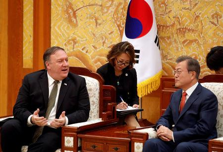 U.S. Secretary of State Mike Pompeo talks with South Korean President Moon Jae-in during their meeting at the presidential Blue House in Seoul, South Korea, October 7, 2018.   REUTERS/Kim Hong-Ji/Pool