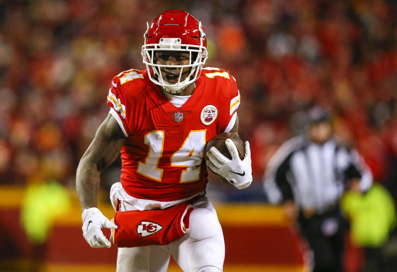KANSAS CITY, MO - JANUARY 20: Wide receiver Sammy Watkins #14 of the Kansas City Chiefs catches a fourth quarter pass for 38 yards against the New England Patriots in the AFC Championship Game at Arrowhead Stadium on January 20, 2019 in Kansas City, Missouri. (Photo by David Eulitt/Getty Images)