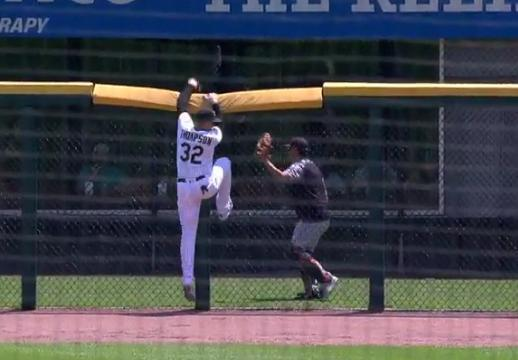 White Sox right fielder Trayce Thompson got stuck in the fence while trying to rob a home run. (MLB.TV)