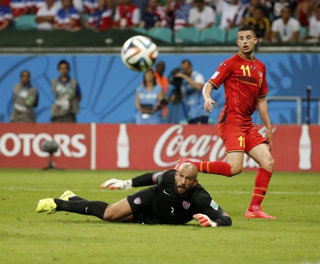 Goalkeeper Tim Howard of the U.S. eyes the ball after a save from Belgium's Kevin Mirallas during their 2014 World Cup round of 16 game at the Fonte Nova arena in Salvador July 1, 2014. REUTERS/Sergio Moraes (BRAZIL - Tags: SOCCER SPORT WORLD CUP TPX IMAGES OF THE DAY)