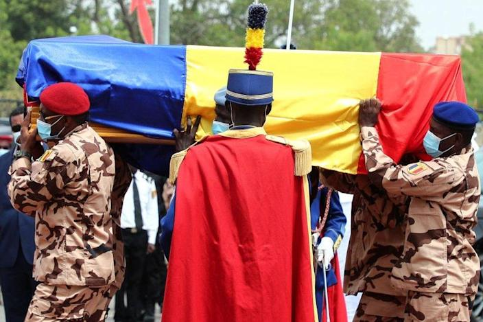 Chadian soldiers carry the coffin of the late Chadian president Idriss Deby during the state funeral in N'Djamena on April 23, 2021.