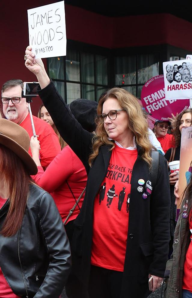 "Elizabeth Perkins holds a ""James Woods #MeToo"" sign at the Hollywood Women's March and Me Too protest on Nov. 12, 2017. (Photo: Perez/X17online.com)"
