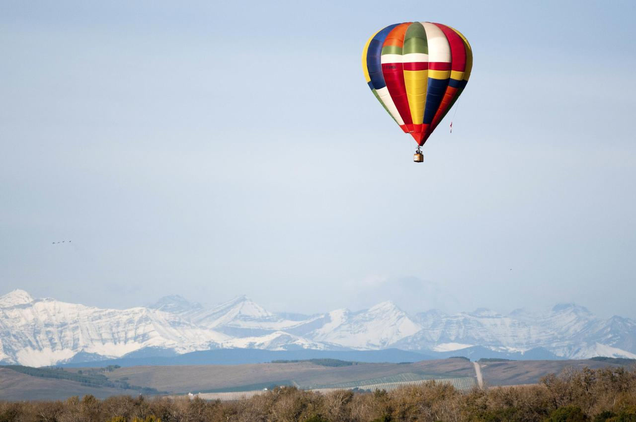 A hot air balloon soars south of High River and east of the Rocky Mountains during Day 3 of the Canadian Hot Air Balloon Championships September 27, 2013. The event is a qualifier for the World Hot Air Balloon Championships in Sao Paulo in 2014. REUTERS/Mike Sturk (CANADA - Tags: SPORT SOCIETY)