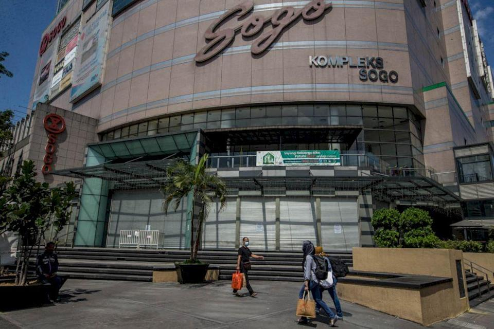 A general view outside Sogo complex during the three-day closure rule for premises flagged as potential hotspots under the government's Hotspot Identification for Dynamic Engagement (HIDE) system in Kuala Lumpur, May 9, 2021. — Picture by Firdaus Lati