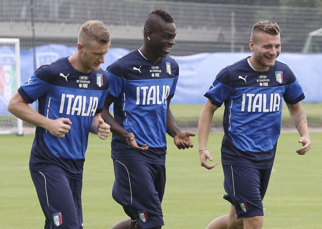 Italy's Ignazio Abate, from left, Mario Balotelli and Ciro Immobile, right, run side by side during a training session in Mangaratiba, Brazil, Tuesday, June 10, 2014. Italy will play in group D of the Brazil 2014 soccer World Cup. (AP Photo/Antonio Calanni)