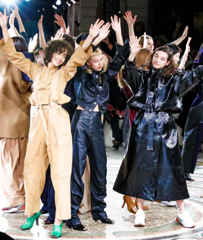 <p>Stella MCartney finale was a tribute to George Michael. Models danced and sung along to the stars hit track 'Faith'.  [Photo: Stella McCartney/ Instagram] </p>