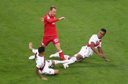 Soccer Football - World Cup - Group C - Peru vs Denmark - Mordovia Arena, Saransk, Russia - June 16, 2018 Denmark's Christian Eriksen in action with Peru's Renato Tapia and Yoshimar Yotun REUTERS/Ricardo Moraes