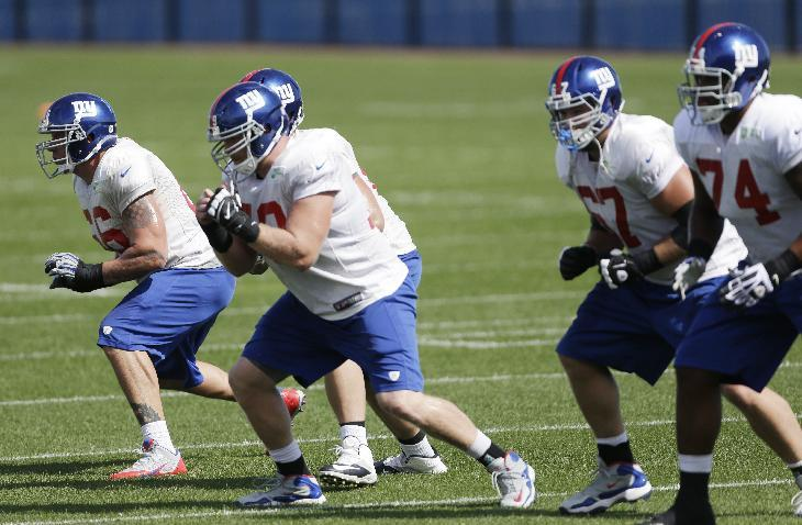 New York Giants tackle David Diehl, left, works out with members of the offensive line during NFL football practice, Wednesday, Sept. 25, 2013, in East Rutherford, N.J. (AP Photo/Julio Cortez)