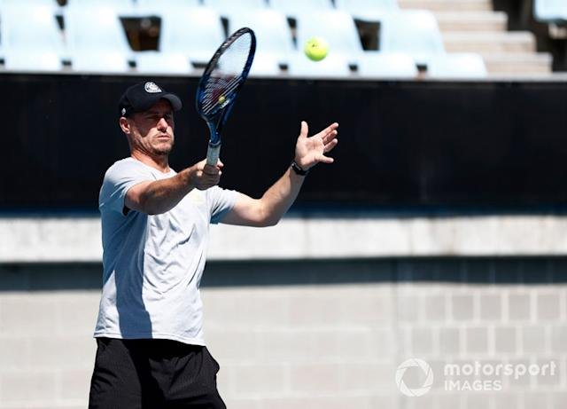 "Lleyton Hewitt gioca a tennis con Lance Stroll, Racing Point <span class=""copyright"">Glenn Dunbar / Motorsport Images</span>"