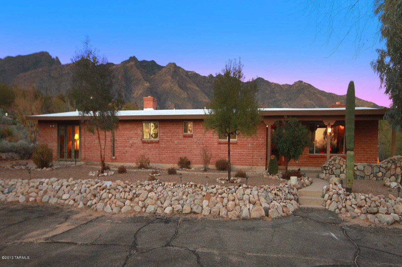 "<strong><a href=""http://homes.yahoo.com/search/Arizona/Tucson/homes-for-sale"" target=""_blank"">Tucson, AZ</a></strong><br /> <p><a href=""http://homes.yahoo.com/Arizona/Tucson/5142-e-camino-alisa:f4f64552673fb9e987b09decbe4f5ab7/"">5142 E Camino Alisa, Tucson, AZ</a></p> <p>For sale: $525,000</p> <br /> <p>Dive into this 1960s Tucson one-story and enjoy a pool, water slide and built-in barbecue area. Modern appliances and an updated master bath are also highlights of this desert escape.</p>"