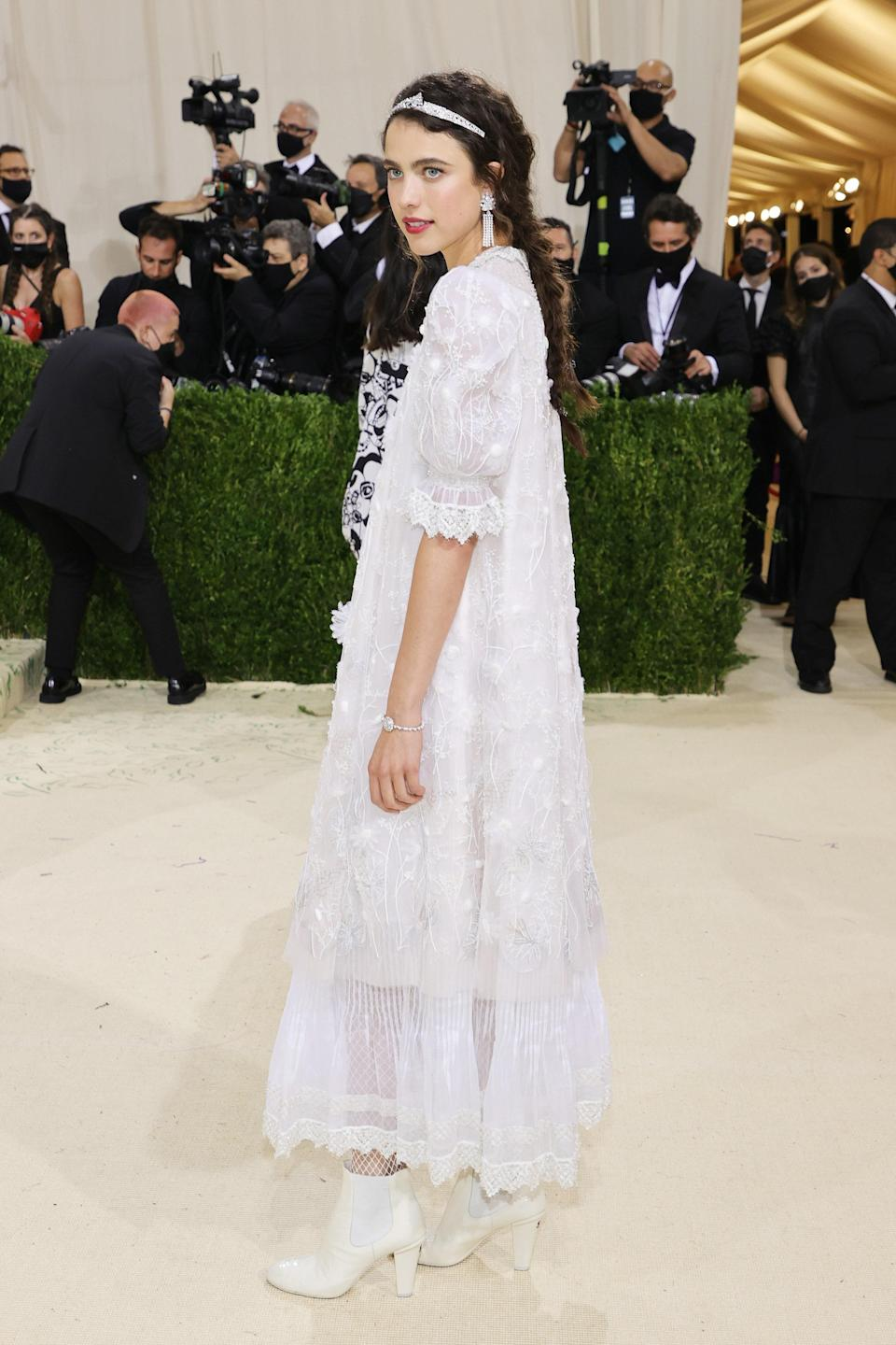 """<h1 class=""""title"""">Margaret Qualley in Chanel</h1><cite class=""""credit"""">Photo: Getty Images</cite>"""