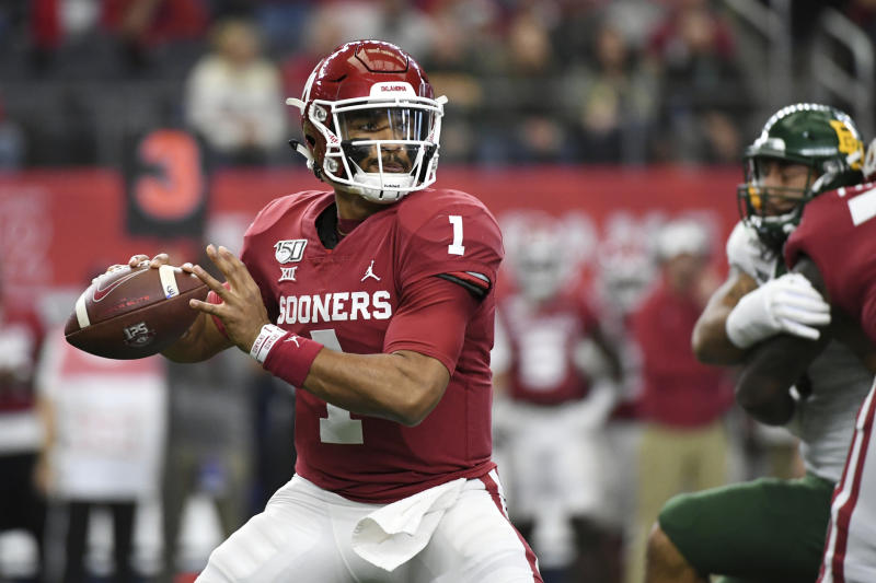 Oklahoma quarterback Jalen Hurts looks to pass against Baylor during the first half of an NCAA college football game for the Big 12 Conference championship, Saturday, Dec. 7, 2019, in Arlington, Texas. (AP Photo/Jeffrey McWhorter)