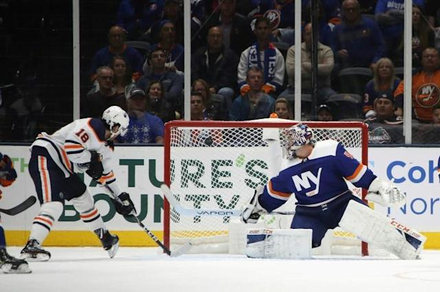 James Neal of the Edmonton Oilers scores his hat-trick goal on the power-play at 6:31 of the third period against Semyon Varlamov of the New York Islanders (AFP Photo/BRUCE BENNETT)