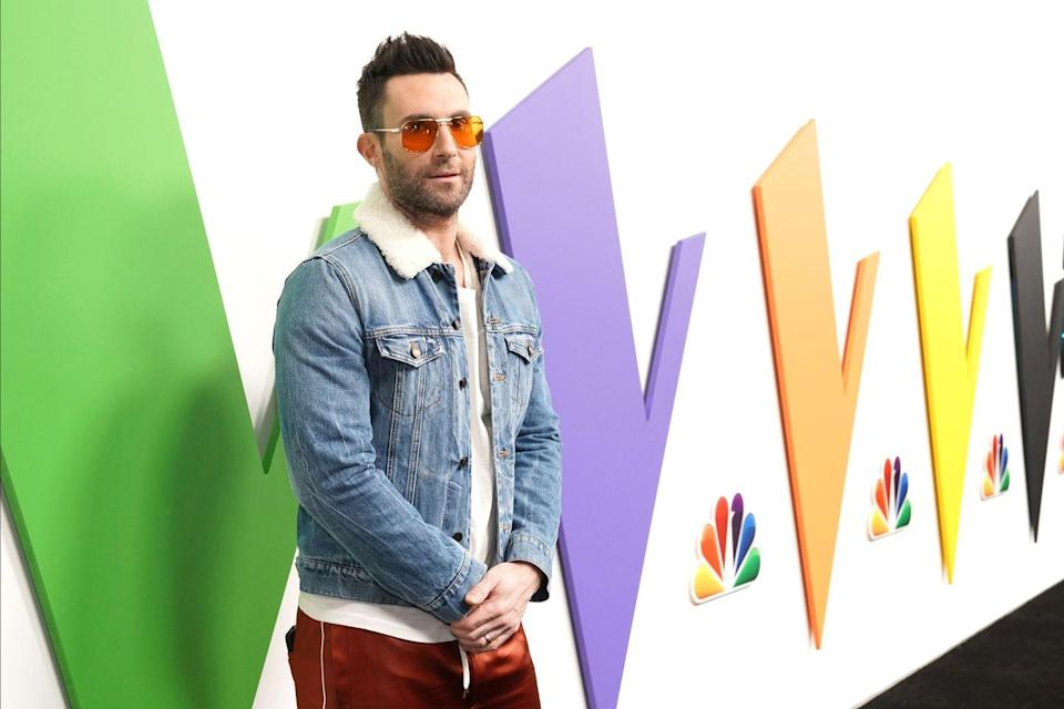 <p>For someone who's been in the music industry for almost two decades, the Maroon 5 frontman has to keep up with the rocker fashion trends and make a bold statement. </p>