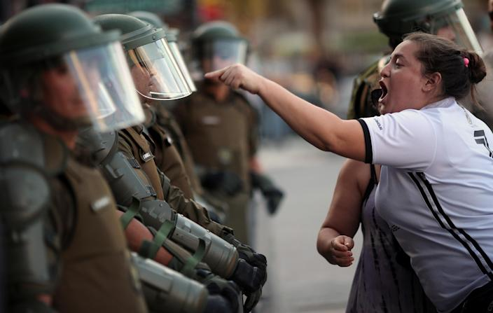 A woman argues with a riot policeman during a protest against Chile's government in Santiago, Chile December 15, 2019. (Photo: REUTERS/Ricardo Moraes)