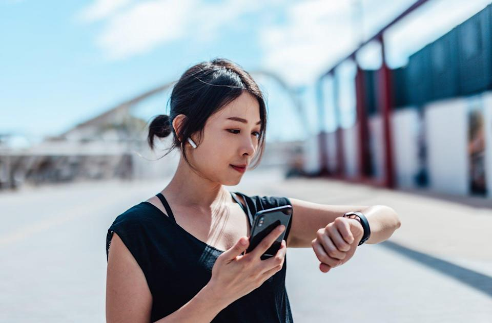 """<span class=""""caption"""">Mobile health apps and gadgets could help doctors and patients treat chronic illnesses in real time.</span> <span class=""""attribution""""><a class=""""link rapid-noclick-resp"""" href=""""http://www.gettyimages.com/detail/1267542302"""" rel=""""nofollow noopener"""" target=""""_blank"""" data-ylk=""""slk:Moment via Getty"""">Moment via Getty</a></span>"""
