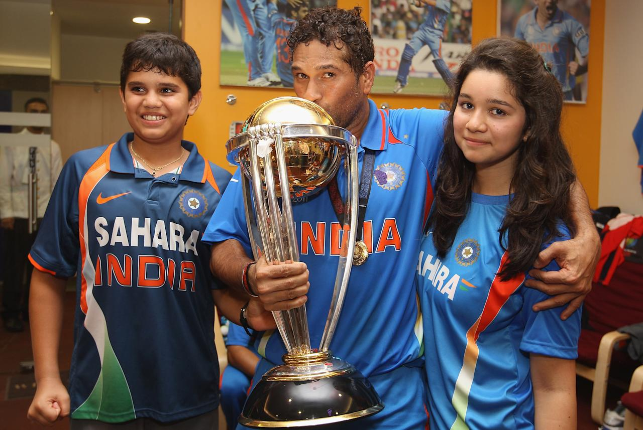 MUMBAI, INDIA - APRIL 02: Sachin Tendulkar (C) of India alongside his son Arjun (L) and daughter Sara (R) during the 2011 ICC World Cup Final between India and Sri Lanka at Wankhede Stadium on April 2, 2011 in Mumbai, India.  (Photo by Michael Steele/Getty Images)