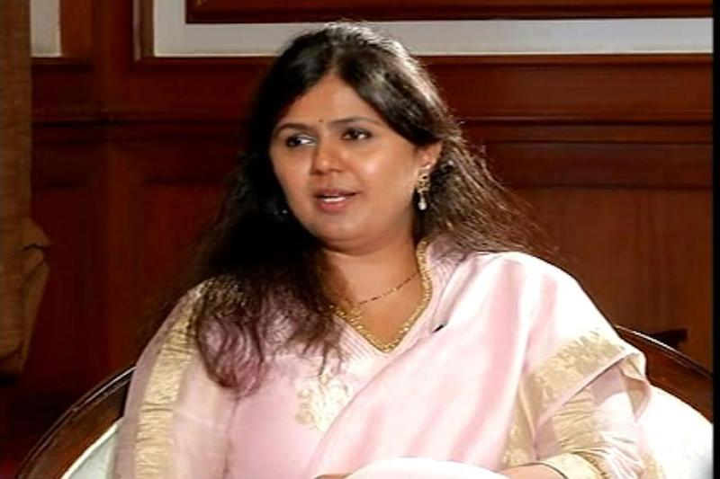 Day After Removing BJP from Twitter Bio, Pankaja Munde Posts 'Lotus' Pic on Facebook