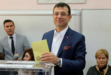 Ekrem Imamoglu, mayoral candidate of the main opposition Republican People's Party (CHP), casts his ballot at a polling station during the municipal elections in Istanbul, Turkey, March 31, 2019. REUTERS/Huseyin Aldemir
