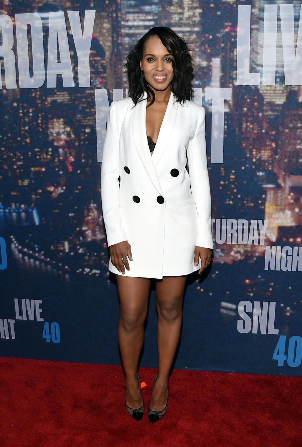 Wearing a winter white suit dress from Adam Lippes, Kerry Washington brought some sex appeal to the red carpet at 30 Rock.