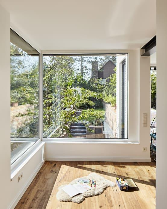 <p>And this is what the interior of the new extension looks like: charming wooden floors, a superb view of the outdoors, and buckets of natural light flooding indoors.</p>  Credits: homify / Schreinerei Fischbach GmbH & Co. KG