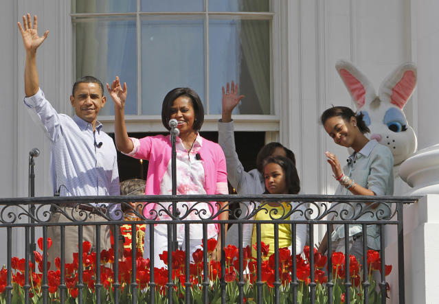 <p>President Barack Obama, along with first lady Michelle Obama, daughters Malia and Sasha, and the Easter Bunny, wave as they hosted the annual White House Easter Egg Roll, Monday, April 5, 2010, on the South Lawn of the White House in Washington. (Photo: Charles Dharapak/AP) </p>