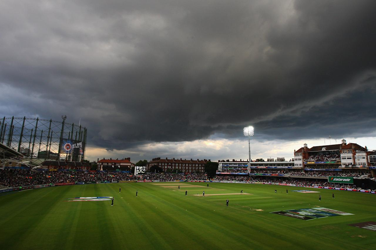 LONDON, ENGLAND - JUNE 07:  A general view of the ground as storm clouds gather during the ICC Twenty20 World Cup match between England and Pakistan at The Brit Oval on June 7, 2009 in London, England.  (Photo by Tom Shaw/Getty Images)