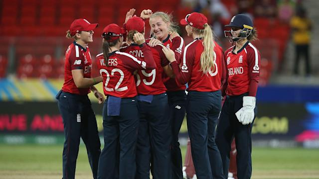 Sophie Ecclestone celebrates with her teammates (© ICC Business Corporation FZ LLC 2020. All rights reserved)