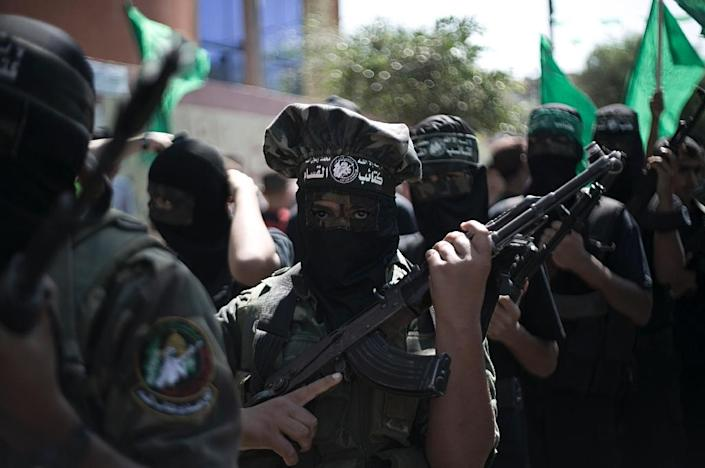 Palestinian Hamas militants take part in an anti-Israeli protest in the southern Gaza Strip town of Khan Yunis on September 18, 2015 (AFP Photo/Said Khatib)