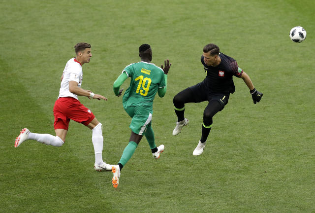 Senegal's Mbaye Niang, center, passes Poland goalkeeper Wojciech Szczesny, right, to scoe his side's second goal during the group H match between Poland and Senegal at the 2018 soccer World Cup in the Spartak Stadium in Moscow, Russia, Tuesday, June 19, 2018. (AP Photo/Themba Hadebe)