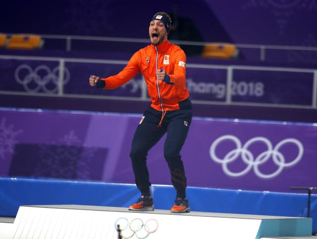 Speed Skating - Pyeongchang 2018 Winter Olympics - Men's 1000m competition finals - Gangneung Oval - Gangneung, South Korea - February 23, 2018 - Gold medalist Kjeld Nuis of the Netherlands celebrates during the victory ceremony. REUTERS/Phil Noble
