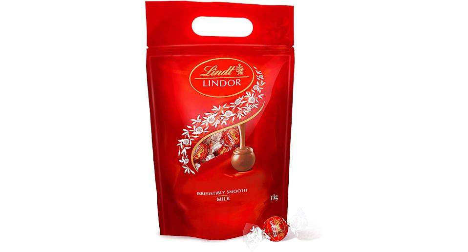 Lindt Lindor 1kg milk chocolate truffles bag