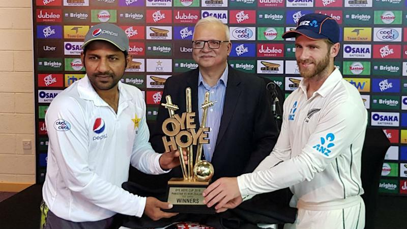 Live Cricket Streaming of Pakistan vs New Zealand 2018 on HotStar: Check Live Cricket Score, Watch Free Telecast of PAK vs NZ 3rd Test Match, Day 2 on TV & Online